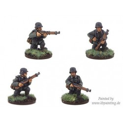 German Riflemen Kneeling (4)
