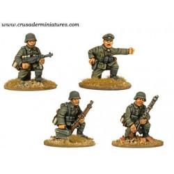 German Command & Mg 34 Team...